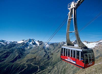 Cable railway in Schnalstaler Glacier
